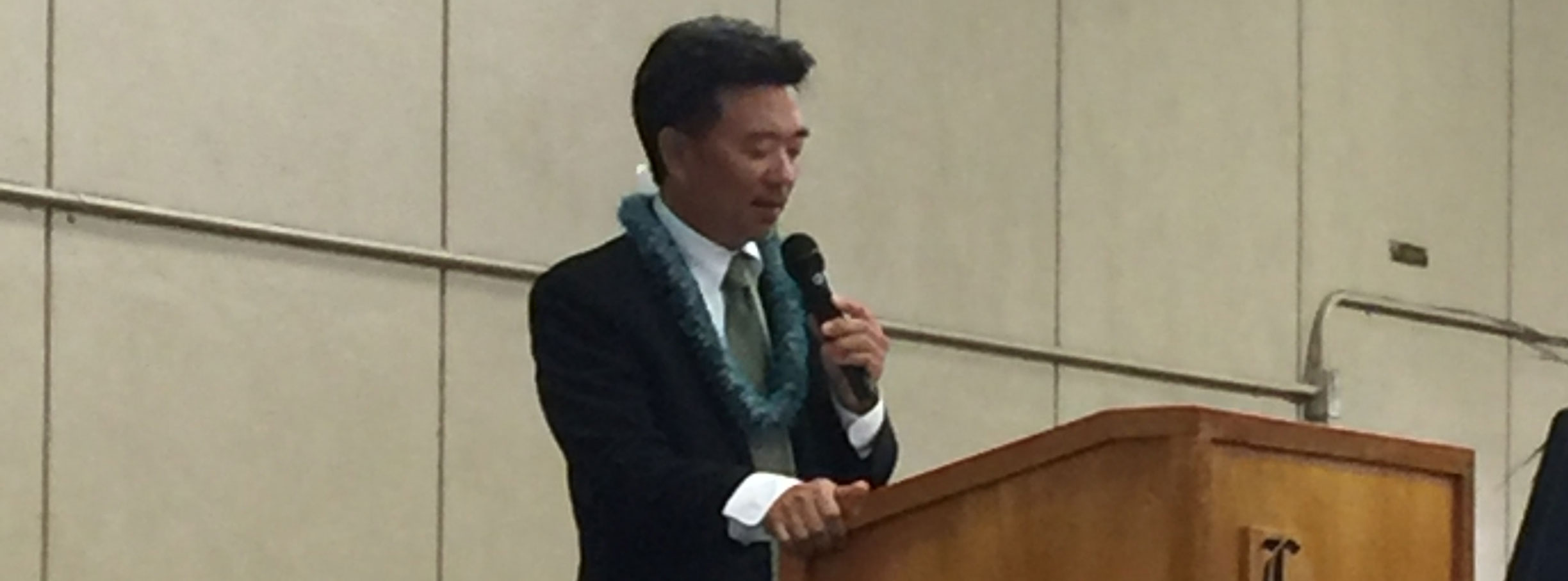 Lt. Gov. Tsutsui speaking at Lanai High Graduation