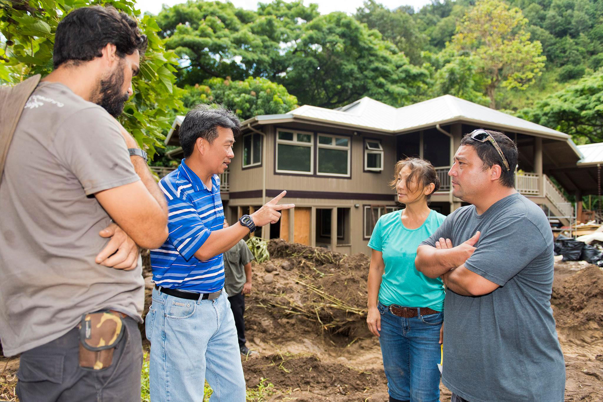 Lt. Governor Tsutsui Speaks with Iao Valley Residents