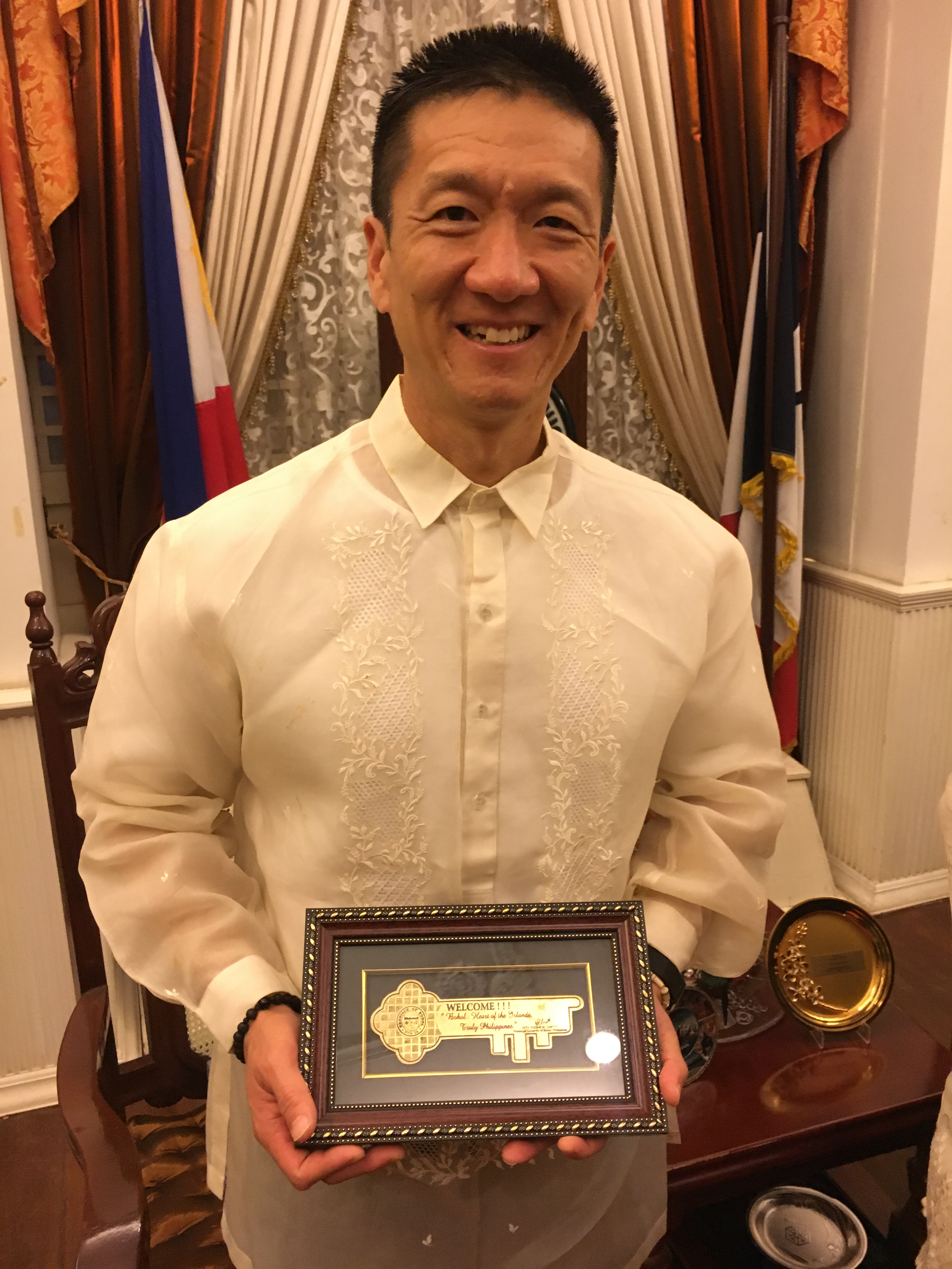 Lt. Gov Chin with Key to the Province of Bohol