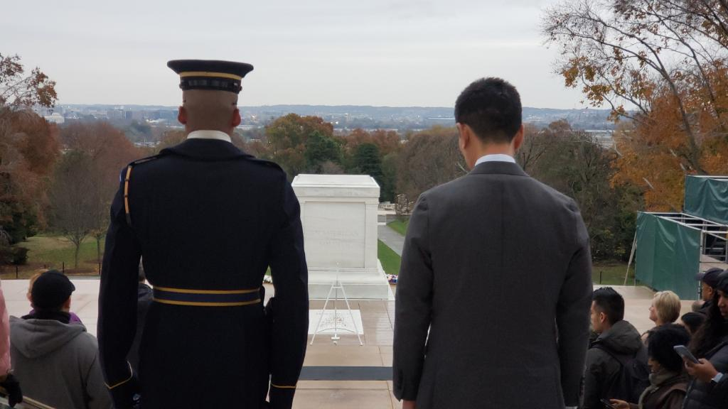 Lt. Gov. Chin and Guard looking at the Tomb of Unknown Soldier.